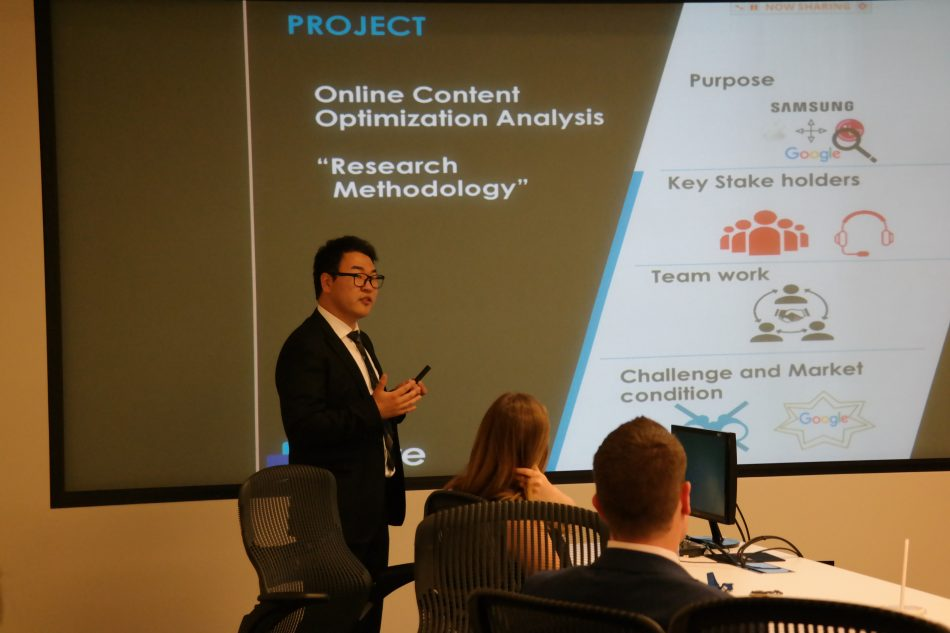 Ryu presenting to his fellow interns and Samsung colleagues during his summer internship.