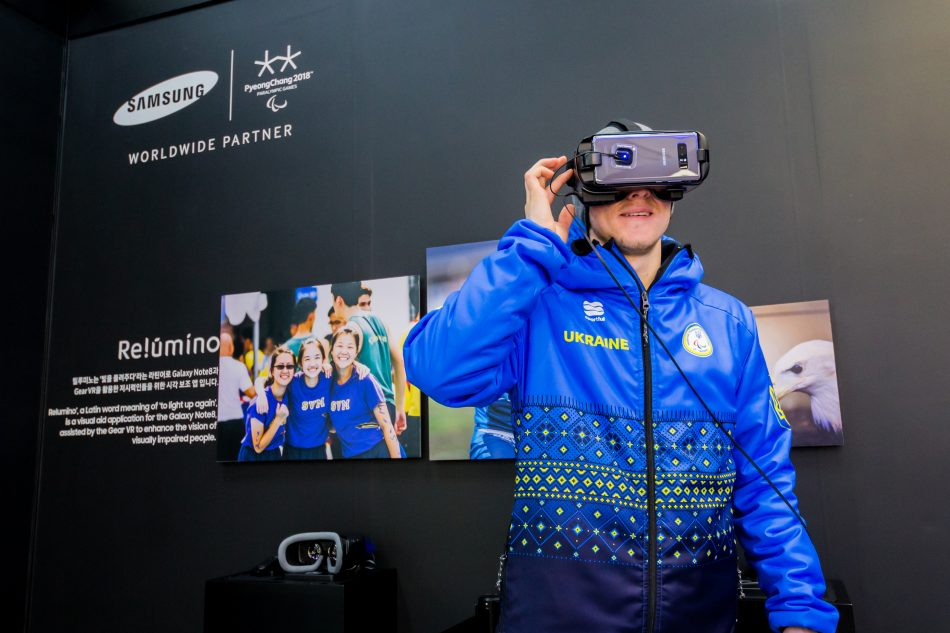 A Paralympian experienced how the vision-enhancing Relúmĭno application works in conjunction with Samsung Gear VR – powered by Samsung Galaxy Note 8 - while visiting the Samsung Paralympic Showcase.