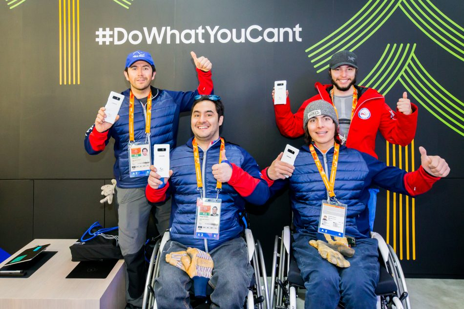Paralympians from Chile received their exclusive Galaxy Note8 Pack at Samsung Paralympic Showcase in the PyeongChang 2018 Paralympic Village.