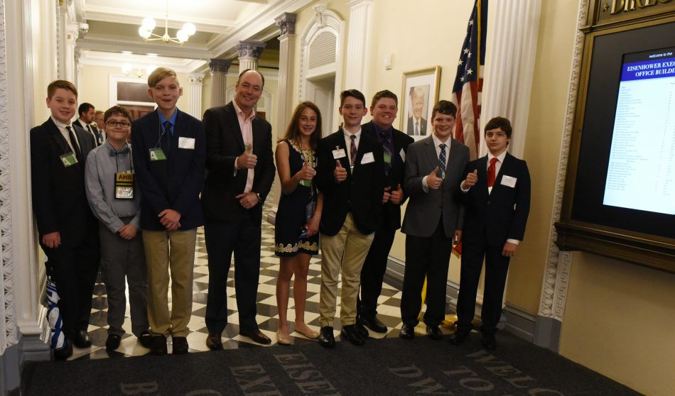 Tim Baxter, Samsung Electronics North America president and CEO with students from Ashland, Kentucky
