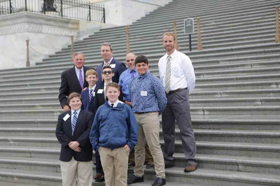 Senator Richard Burr meets with the team from Thomas Jefferson Middle School