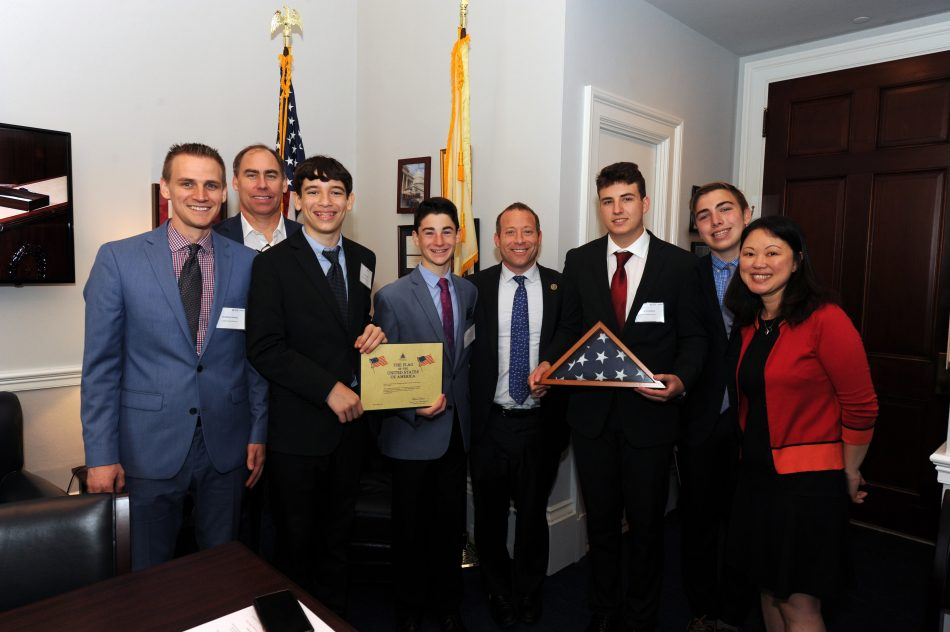 Congressman Thomas Massie meets with winners from Ashland Middle School