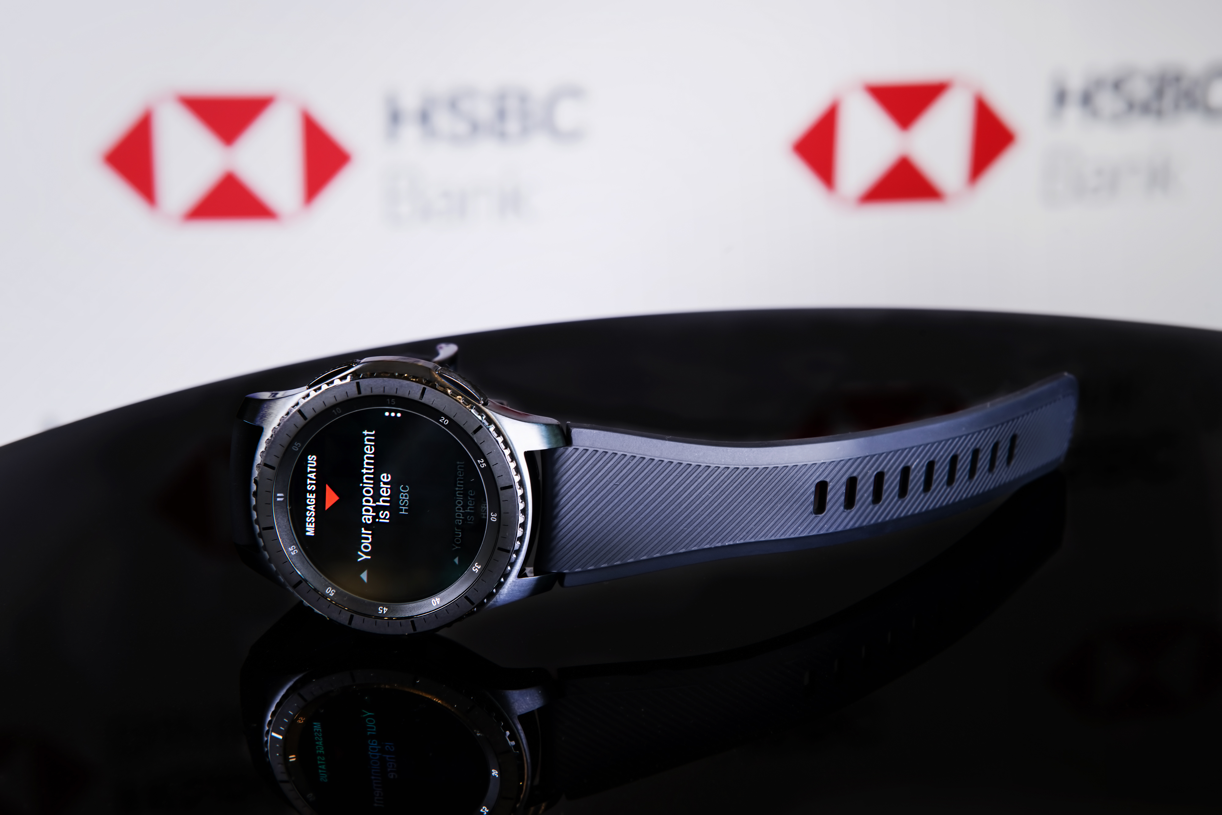 HSBC Bank and Samsung Launch Wearable Technology in HSBC's