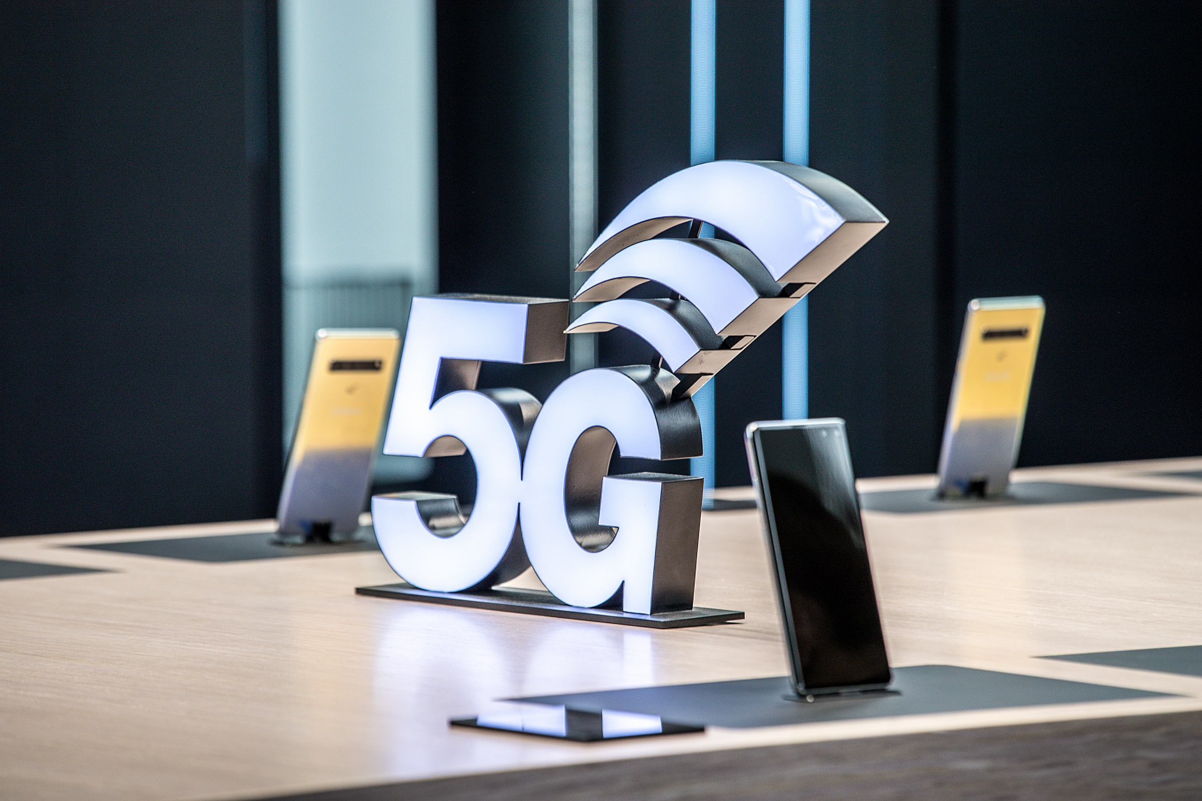 Samsung, Cisco and Orange Demonstrate 5G-Powered Drone and