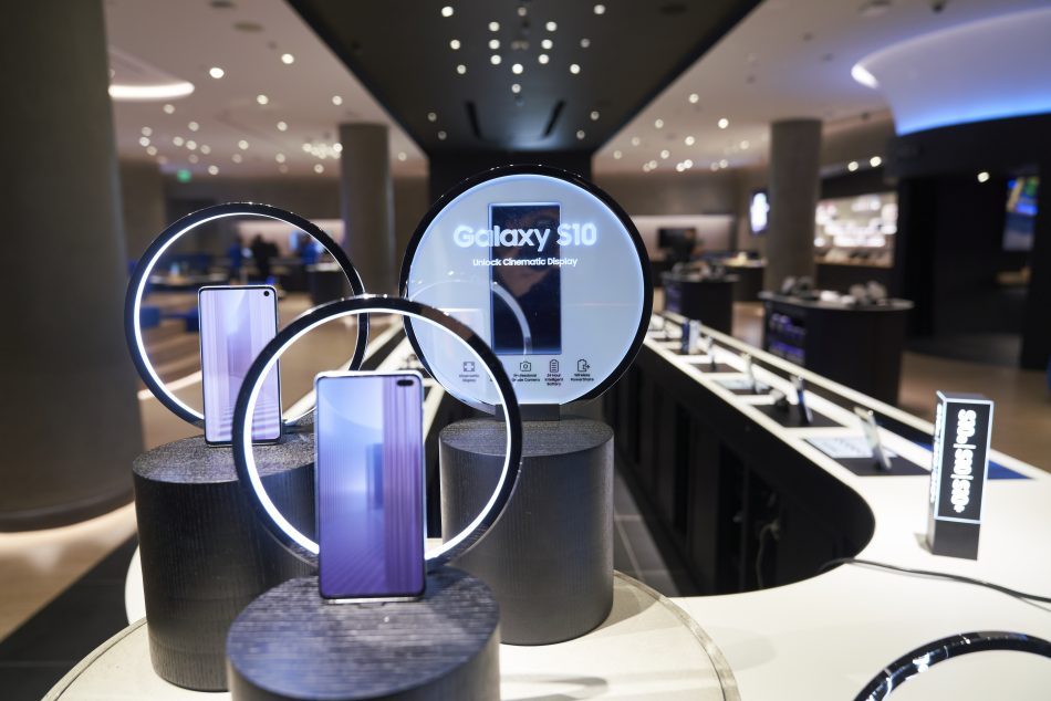 Samsung Experience Store at Roosevelt Field on Long Island (NY)