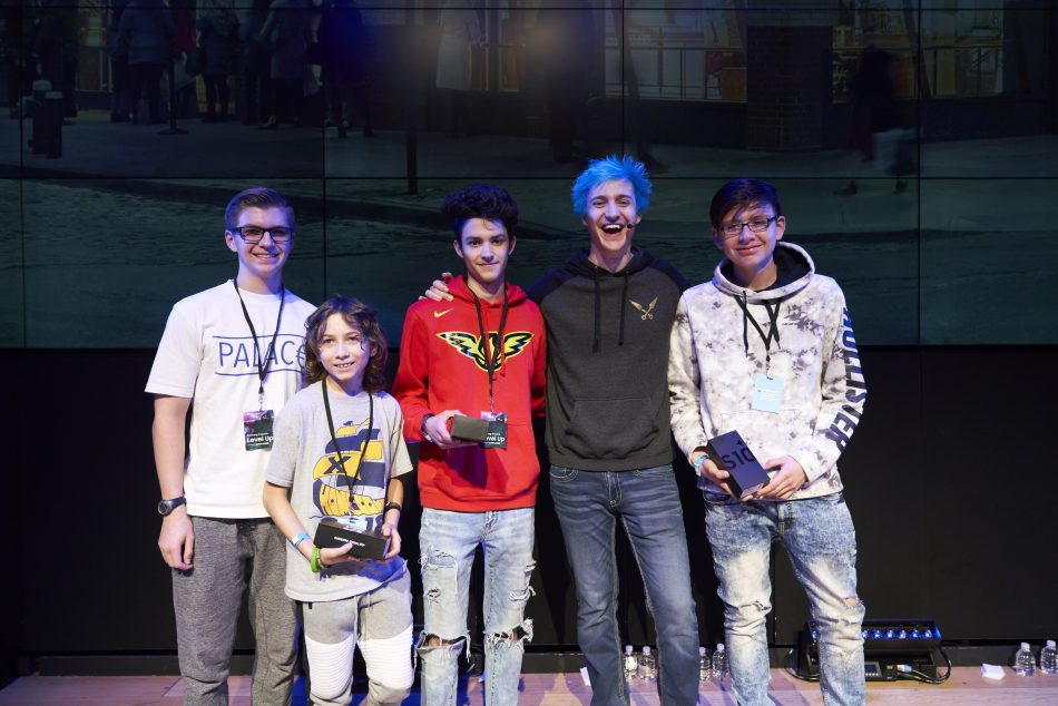 Ninja presents the grand prize to the winners of the Samsung x Level Up Fortnite tournament at Samsung 837