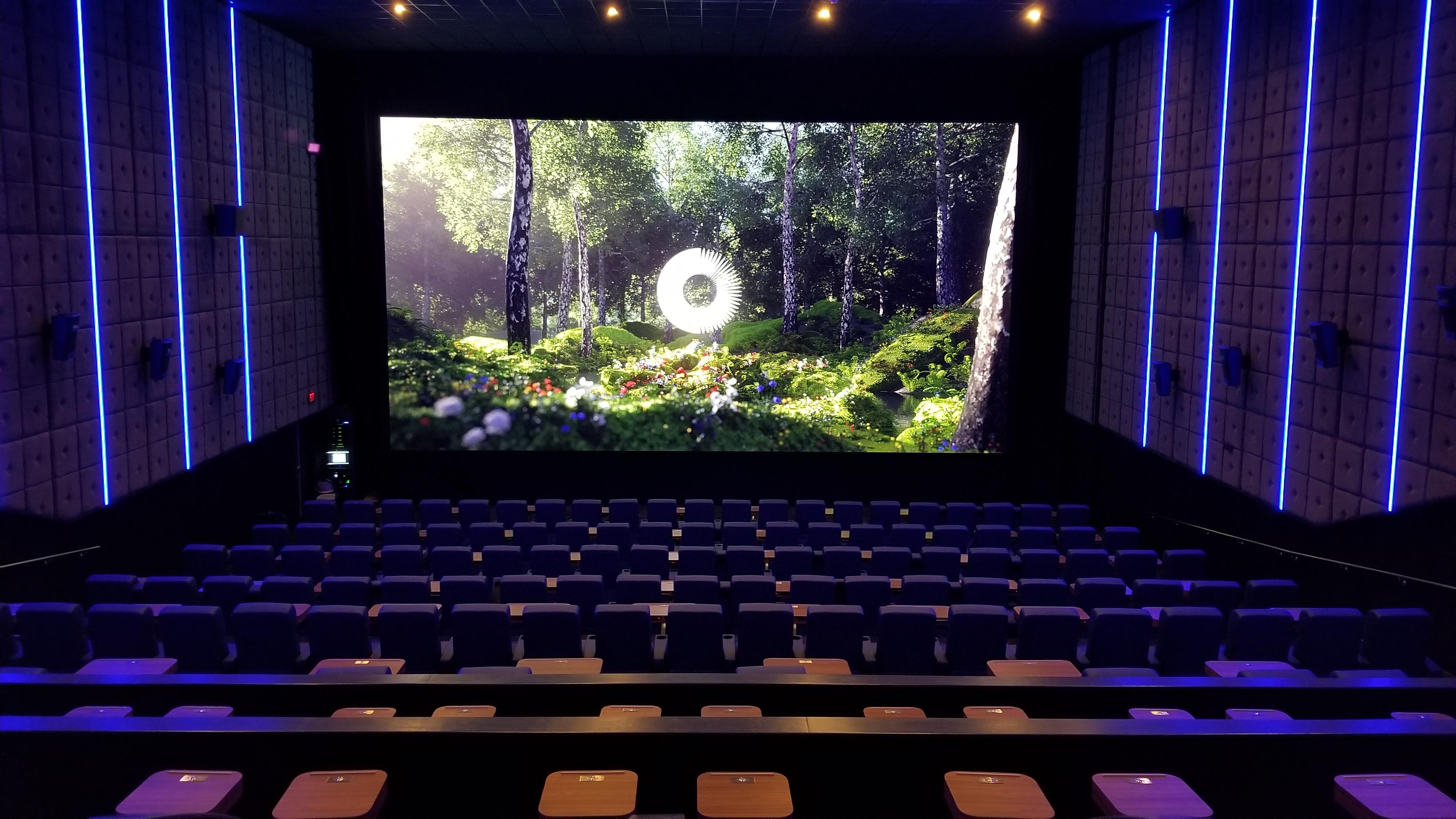Samsung Onyx at Star Cinema Grill_094128