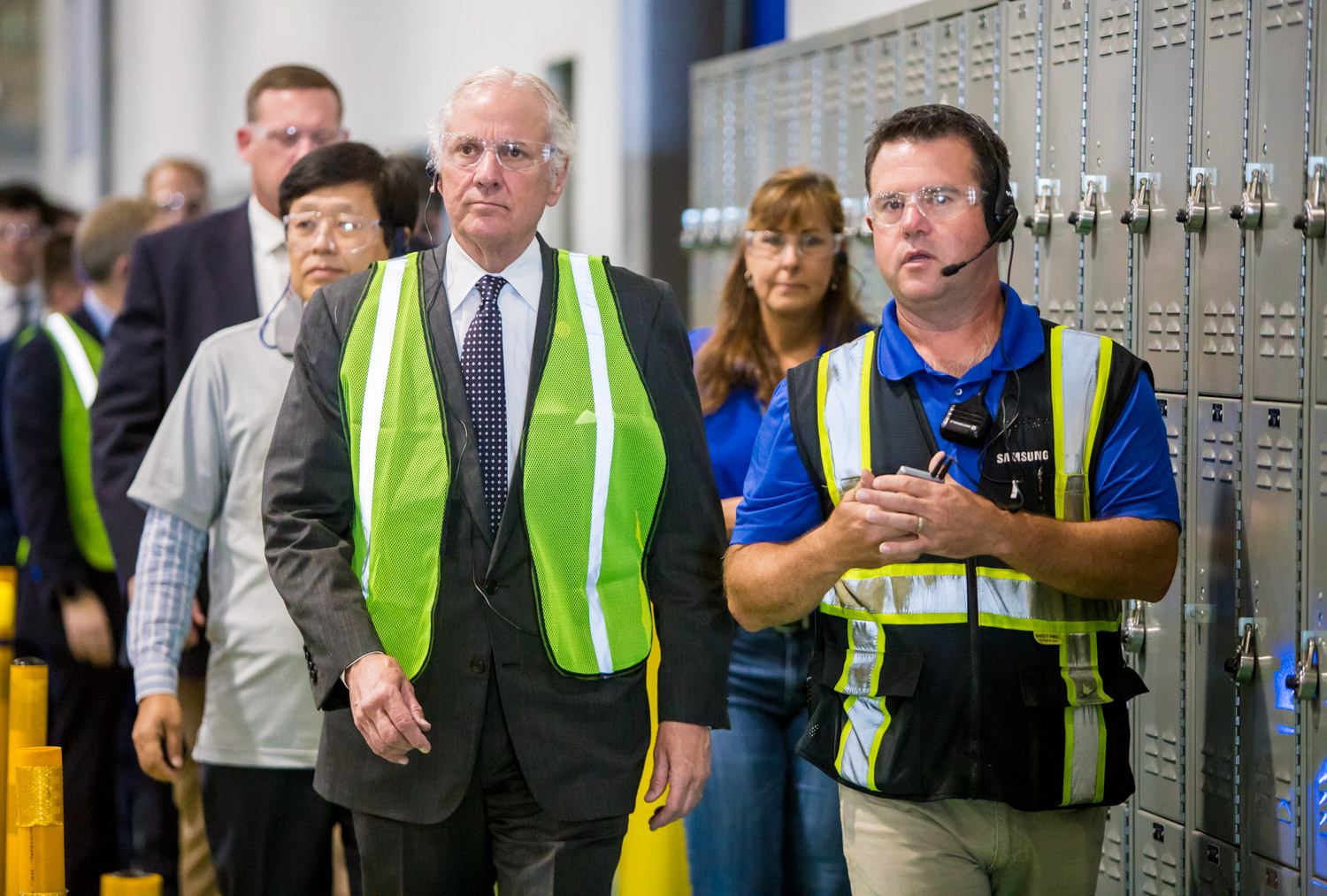 Governor McMaster of South Carolina joins Samsung Electronics Home Appliance (SEHA) facility employees during the tour.