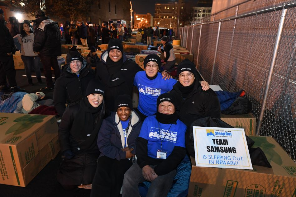 Samsung Executives Sleep Out for Covenant House 2019