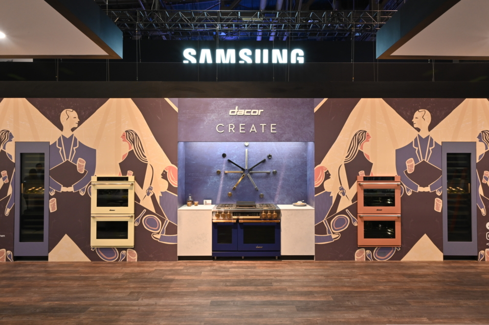 Standing right next to the Samsung booth at KBIS is the Dacor booth, which features three kitchen concept zones under the theme of 'Cook, Cool, Clean and Create.' In these spaces, leading Samsung appliances have been united for visitors under a coastal theme