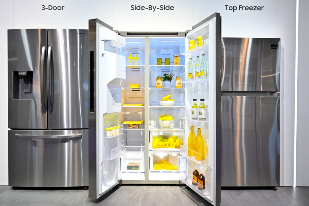 At KBIS, Samsung is showcasing its full refrigerator line-up, including the new side-by-side refrigerator (above). The flat design of its side-by-side doors and simple handles provide a 'built-in' look to the refrigerator, which offers 22 cubic feet of interior food storage space and interior walls with reduced thickness thanks to Samsung's SpaceMax Technology™. Samsung's Digital Inverter Compressor Technology also ensures a consistent temperature throughout the refrigerator.