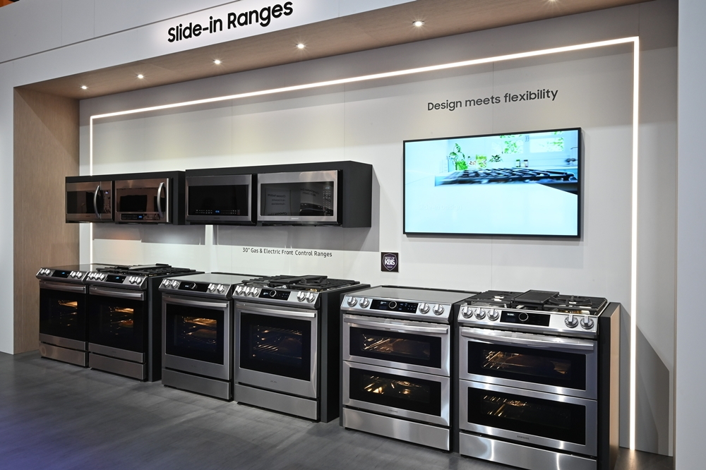 "The Samsung 30"" Slide-in Range is able to fit neatly with minimal fuss into any existing kitchen counter formation for maximum convenience thanks to its built-in-esque size and design, along with the simple UX of its operation panel"