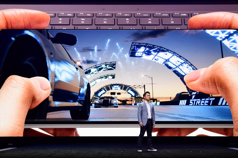 "Samsung's Head of Samsung Electronics America's Mobile Channel Marketing, David S. Park, discusses how, with a fast processor, a 120Hz display, up to 16GB of RAM, and 5G support, the Galaxy S20 takes mobile gaming to the next level. After announcing a partnership to bring Microsoft's Forza Street to mobile for the first time exclusively through the Galaxy Store, Park highlights a key reason why the Galaxy S20 is perfect for playing the popular game. ""Its new Dynamic AMOLED display is the most immersive ever on a Galaxy S device,"" Park explains. ""So you get smooth motion and clear gameplay."""
