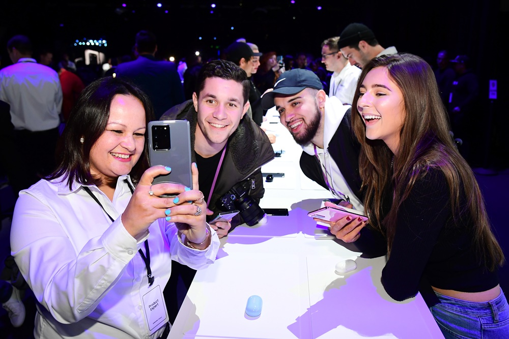 After the show, Unpacked attendees flock to the event's experience zone to test out the Galaxy S20 Ultra's pro-grade camera.
