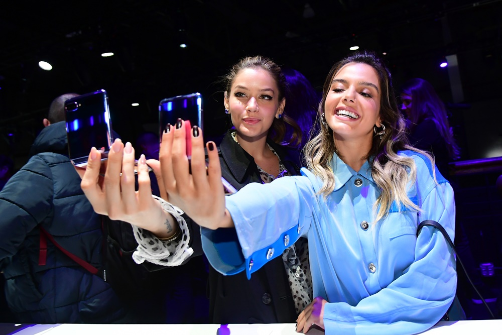 Unpacked attendees are all smiles as they test out the Galaxy Z Flip's all-new selfie experience.