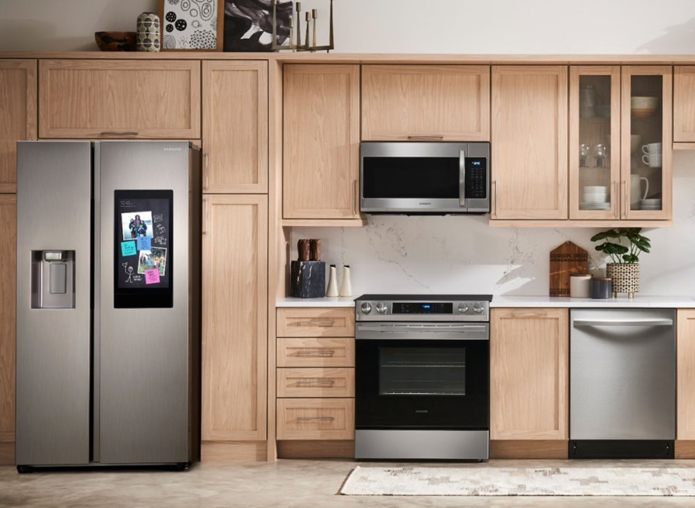 Samsung's Family Hub™ Side-by-Side large capacity refrigerators shown in silver, above, is one of 6 of Samsung's large capacity side-by-side refrigerators awarded the EPA's ENERGY STAR Emerging Technology Award for meeting rigorous performance criteria to reduce energy use and lower greenhouse gas emissions.