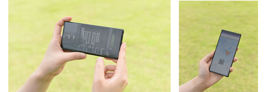 Samsung engineer is checking the results of the antenna configuration measurement on a smartphone screen.