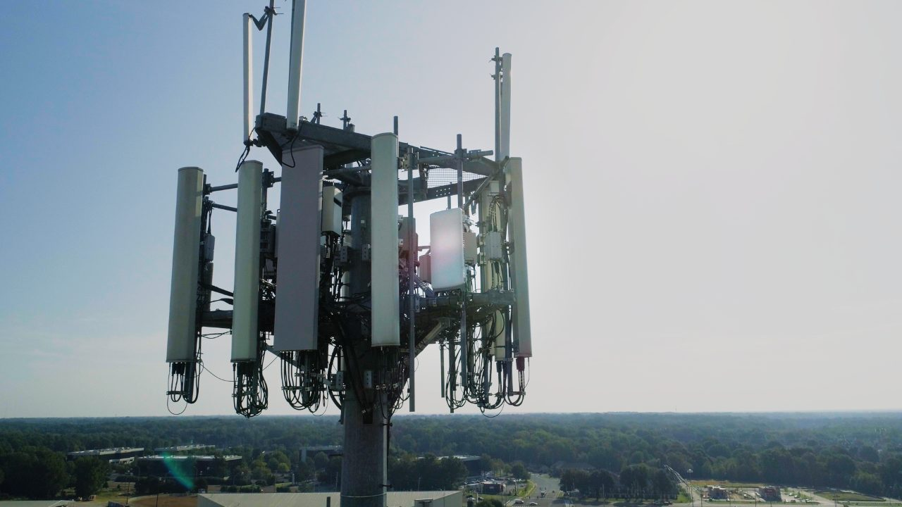 Samsung's CBRS network solutions bring broadband service and enhanced coverage to underserved rural areas. Solution featured (in photo): Samsung's 5G-ready CBRS massive MIMO radio