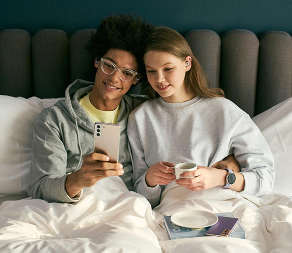 S21 Lifestyle Couple